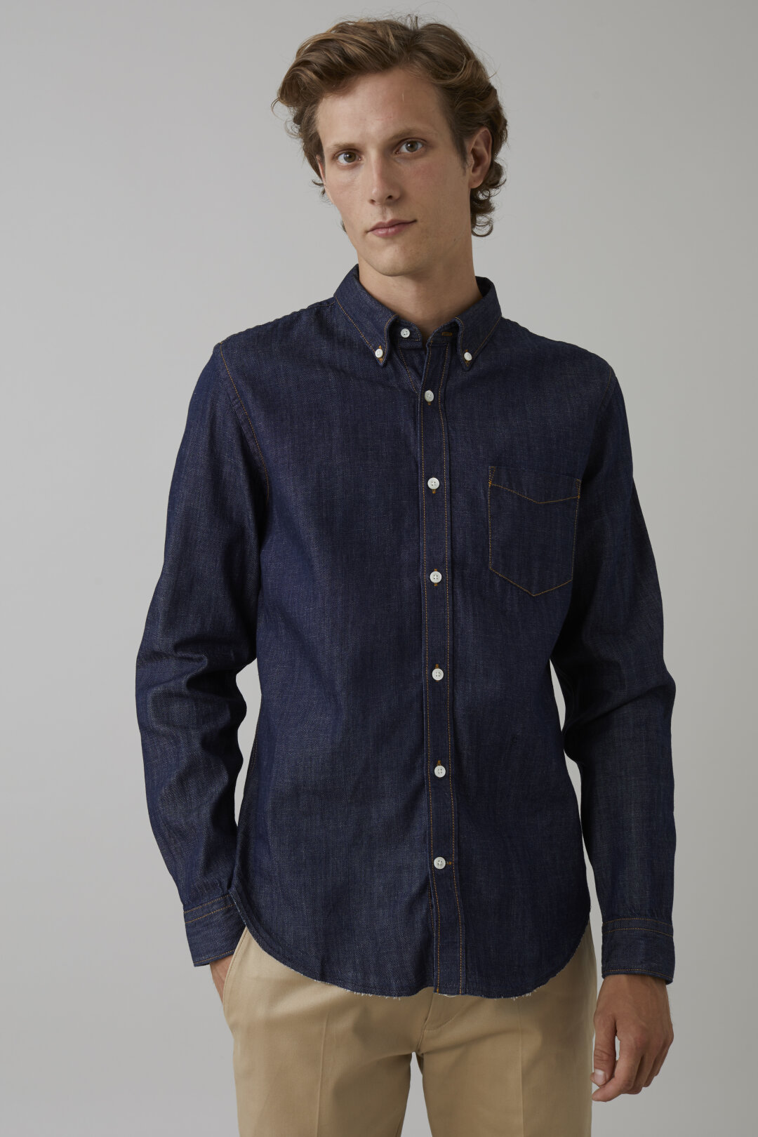 Button Down Shirt aus Denim
