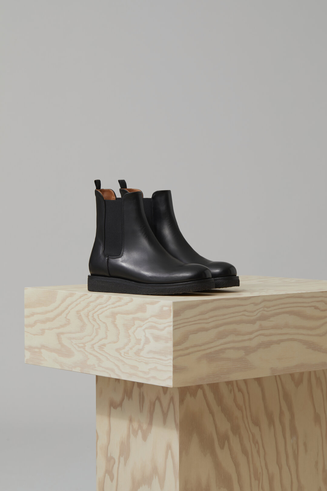 Chelsea Boots with Crepe Sole