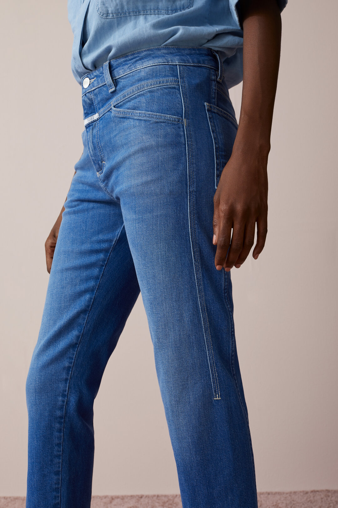NEU Kurzgröße Damen Stretch Jeans Hose hell blau Blumen Stickerei Gr 31 62