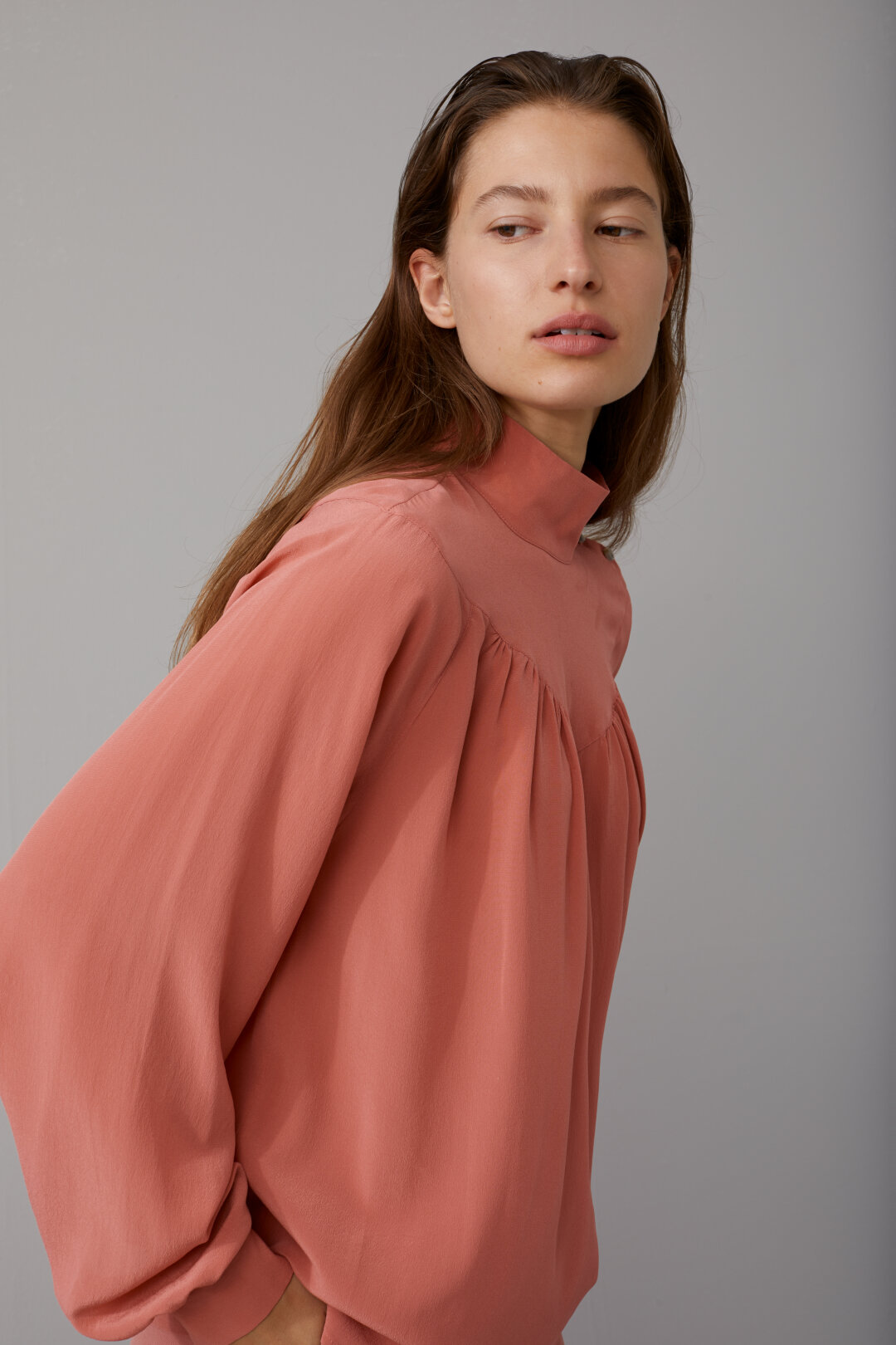 Crêpe de Chine Stand-Up Collar Blouse