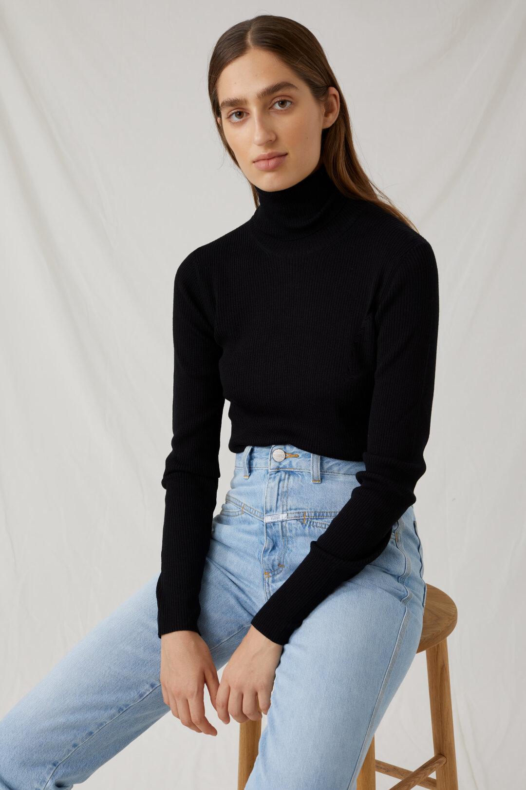 Pullover à col roulé en laine vierge