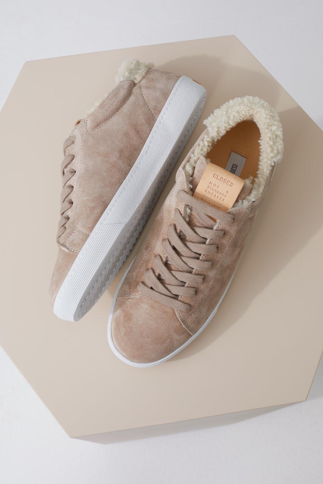 Sneaker mit Lammfell